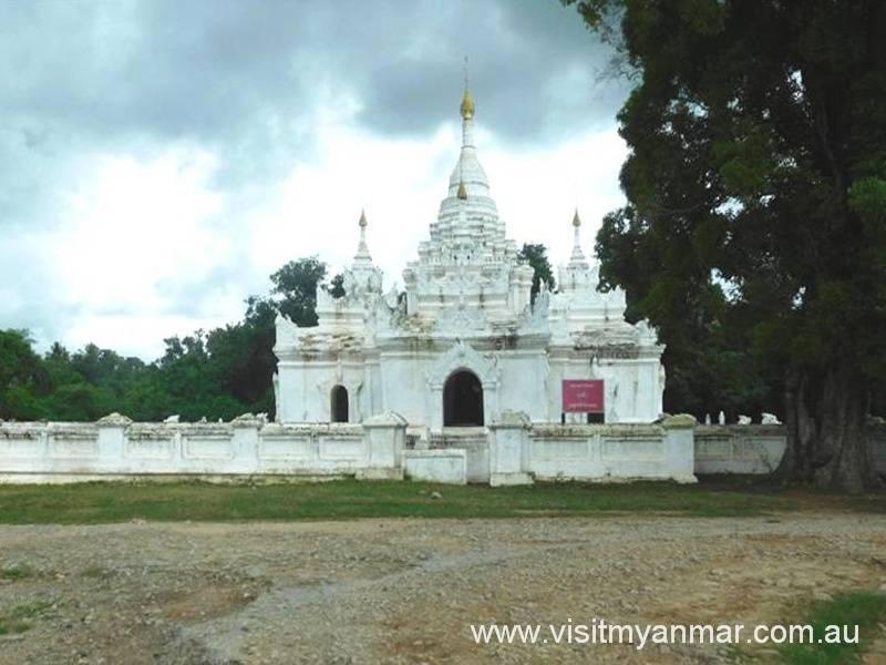 Desada-Taya-White-Temple-Visit-Myanmar (2)