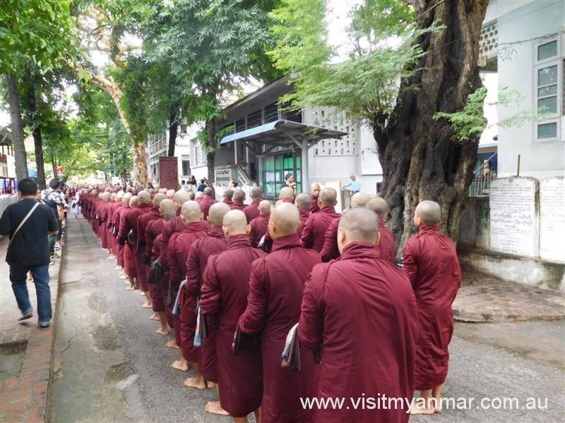 Maha-Gandhayon-Monastery-Amarapura-Mandalay-Visit-Myanmar (3)