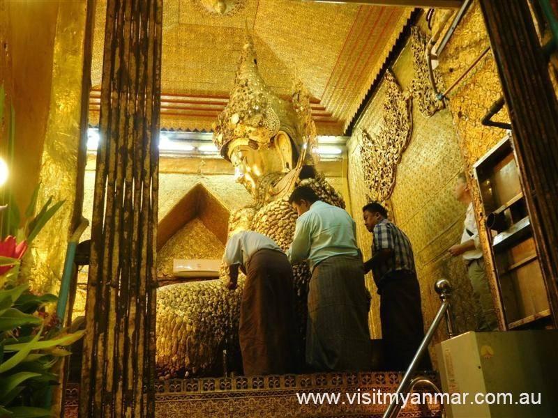 Mahamuni-Buddha-Temple-Mandalay-Visit-Myanmar (6)